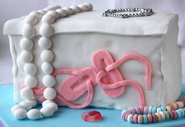 Jewellery box cake